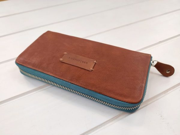 aseimanos leather wallet close view