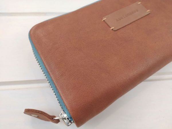 aseismanos leather wallet leather quality close view