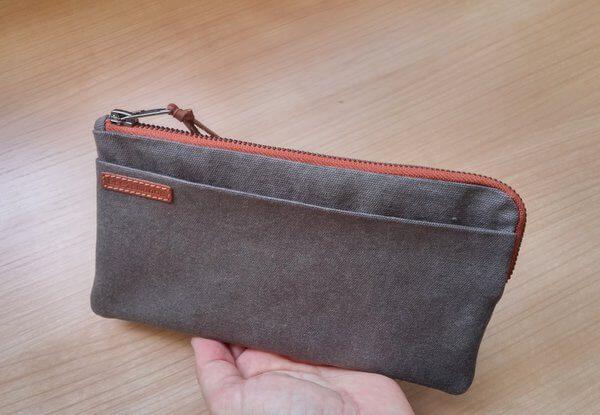 travel wallet outside aseismanos