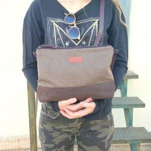 Crossbody day bag khaki held in hands
