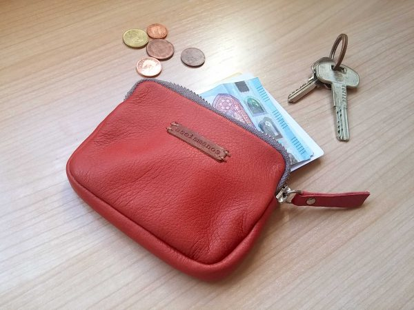 leather coin purse showing capacity