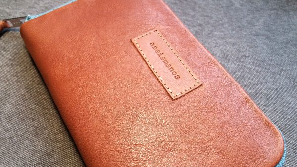 showing leather texture