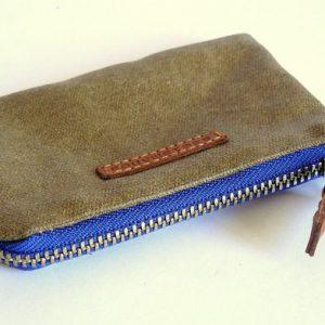 showing zipper color