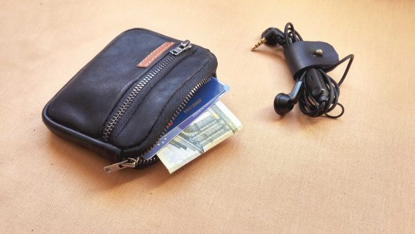 mens-leather-wallet-black-1 side view