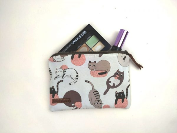 aseismanos pouch with cosmetics