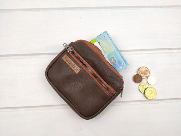 wallet showing capacity