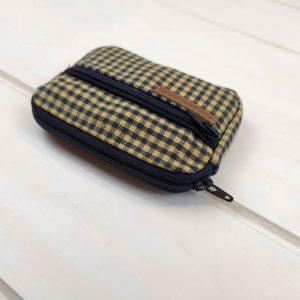 aseismanos retro wallet showing zippers