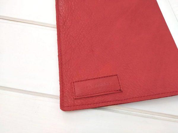 detalle piel roja funda cuaderno aseismanos